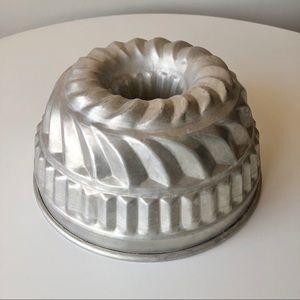 Vintage Dr. Oetker Bundt Metal Cake Pan Jello Mold